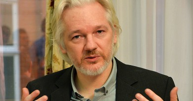(FILES) This file photo taken on August 18, 2014 shows WikiLeaks founder Julian Assange gesturing during a press conference inside the Ecuadorian Embassy in London on August 18, 2014 where Assange has been holed up for two years.  WikiLeaks founder Julian Assange started his fifth year camped out in the Ecuadoran embassy in London on June 19, 2016, an occasion his supporters were to mark with events celebrating whistleblowers. The 44-year-old is wanted for questioning over a 2010 rape allegation in Sweden but has been inside Ecuador's UK mission for four full years in a bid to avoid extradition. The Australian former computer hacker fears that from Sweden he could be extradited to the United States over WikiLeaks' release of 500,000 secret military files, and could face a long prison sentence there. / AFP PHOTO / POOL / JOHN STILLWELL