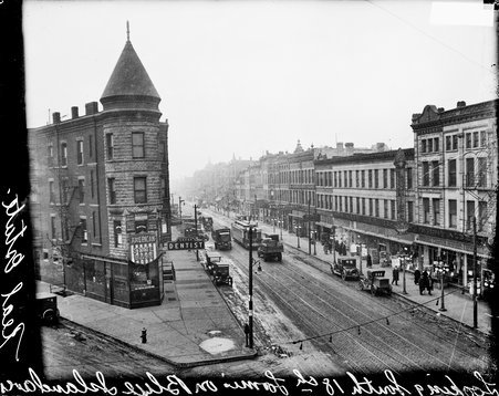 Intersection of Blue Island Avenue and 18th Street, looking south on 18th Street